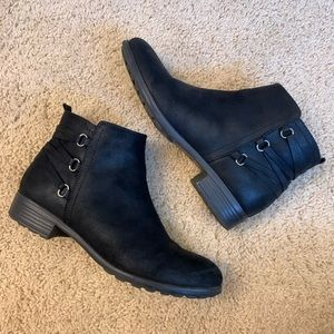 Bass black ankle boots 8.5